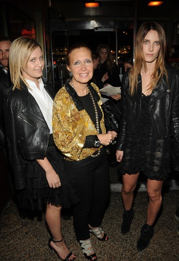 with her sister Victoria (far left) and her mother Danielle Steel